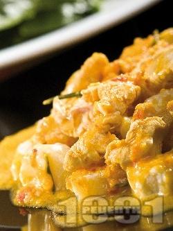 Задушено пилешко филе с къри сос, чушки, джинджифил с портокалов аромат в тенджера - снимка на рецептата